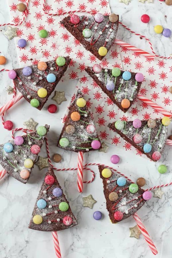 gâteau sapin de noël brownie bonbons canne à sucre de noël