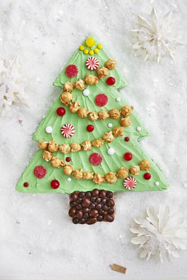gâteau sapin de noël décoré de bonbons