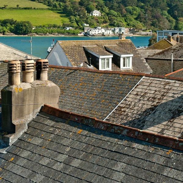 humidité condensation moisissure humidité pénétrante à travers le toit
