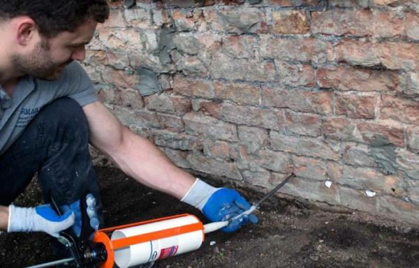 humidité condensation moisissure injection de solution hydrofuge dans un mur