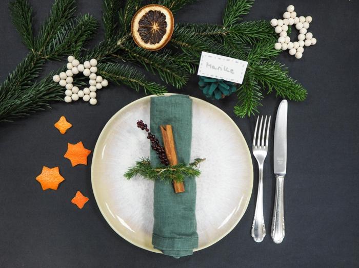 idée déco assiette de Noël cannelle