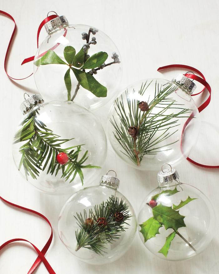 idée déco boule transparente assiette de Noël