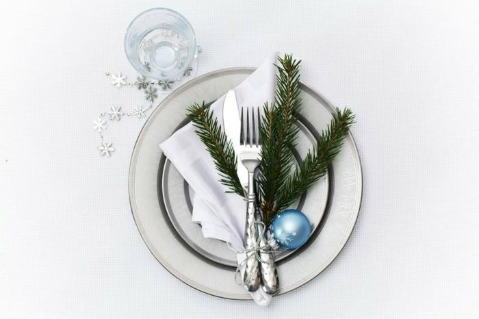 idée déco table festive assiette de Noël