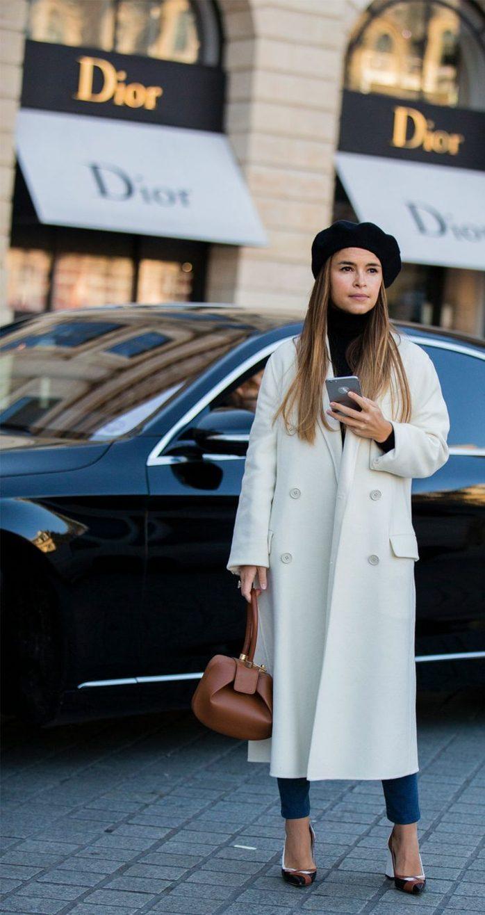 look moderne avec un béret et un manteau long chapeau femme hiver