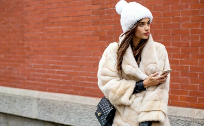manetau fausse fourrure et bonnet d'hiver avec pompon chapeau femme hiver