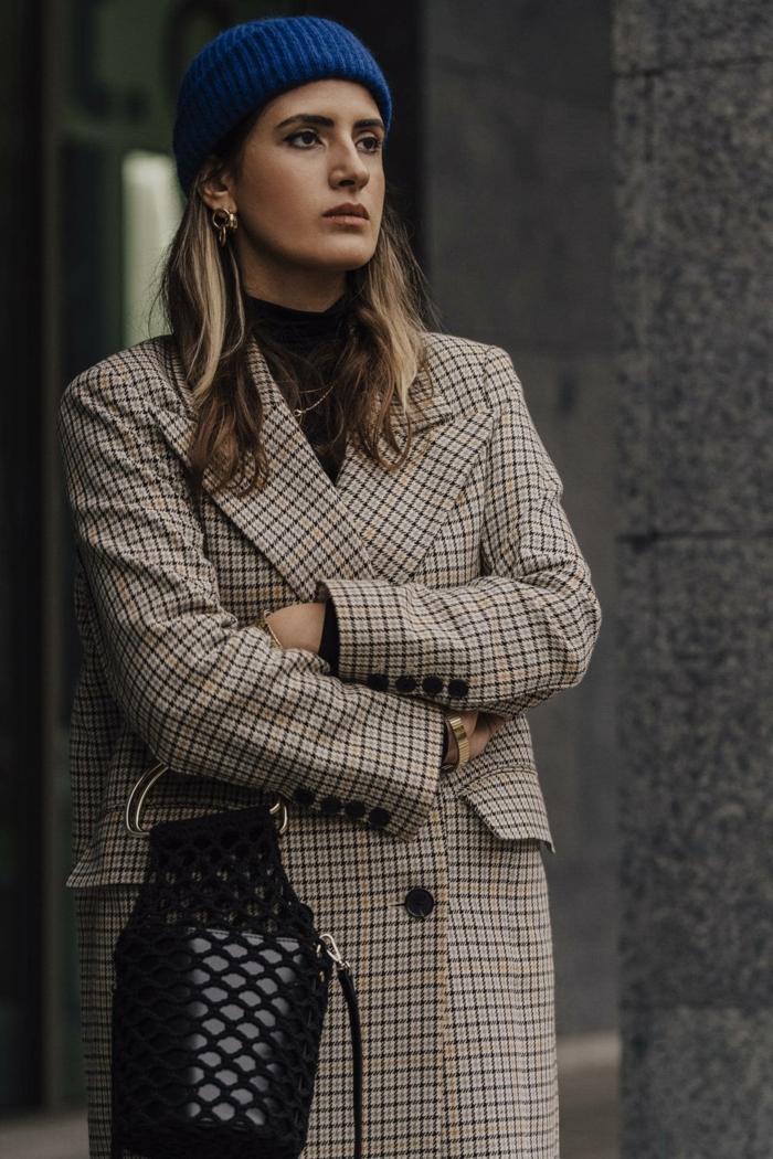 manteau à carreaux et bonnet à pompon chapeau femme hiver