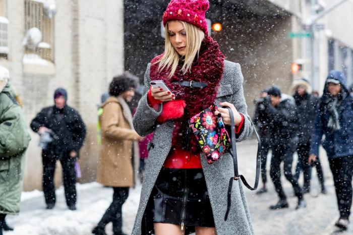 manteau en laine gris et chapeau femme hiver bonnet