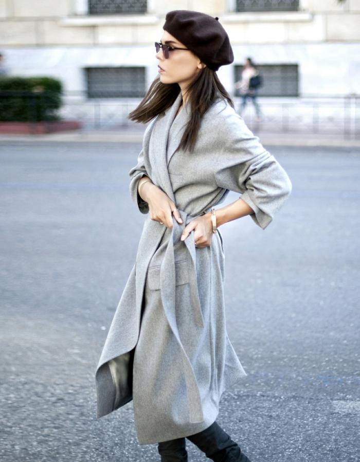 manteau gris long et béret chapeau femme hiver
