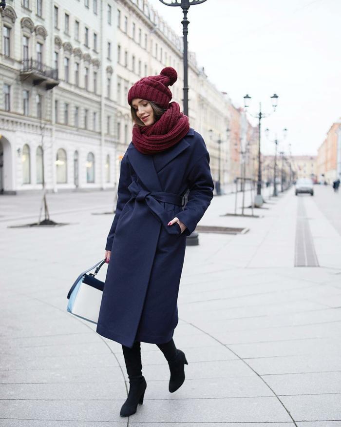 manteau long et chapeau femme hiver bonnet tricoté avec pompon