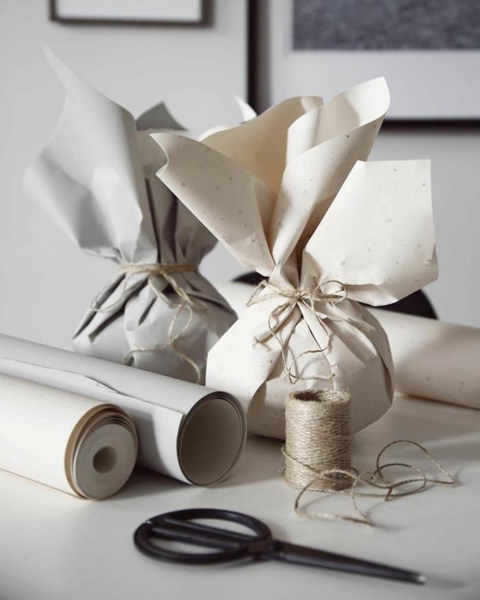papier recyclé pour emballer un cadeau