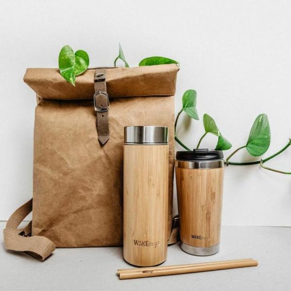 cadeau zéro déchet sac à dos en cuir gobelet en inox et bambou gourde inox et bambou isotherme