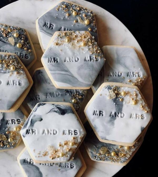 déco mariage hiver biscuits au glaçage marbré