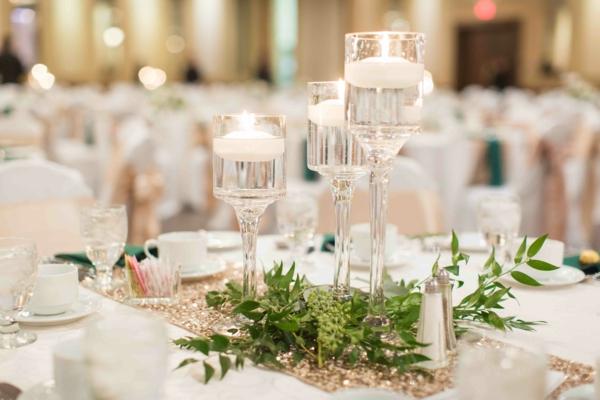 déco mariage hiver chemin de table bougies verdure