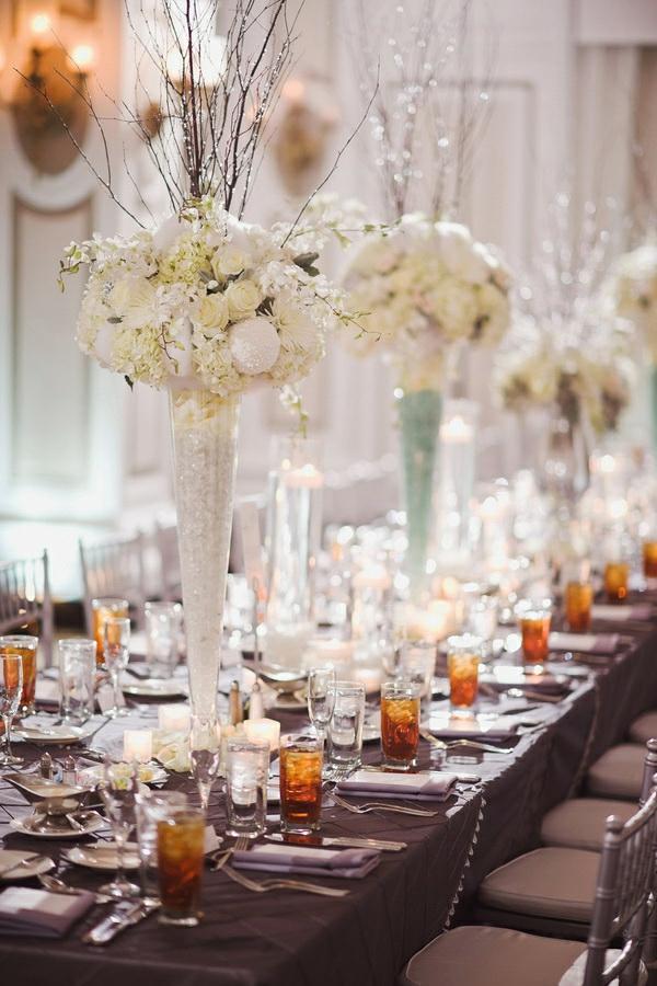 déco mariage hiver déco de table vases roses blanches et cristaux