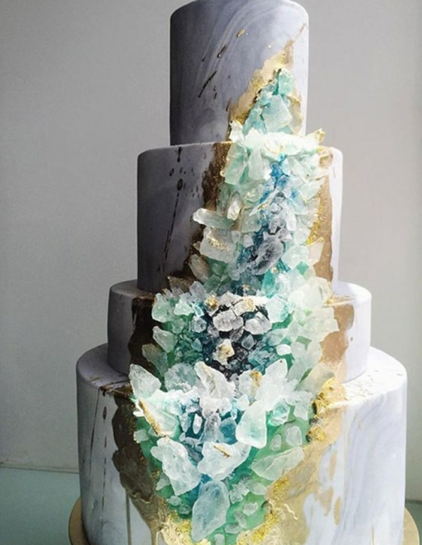 déco mariage hiver gâteau de mariage cristaux géode