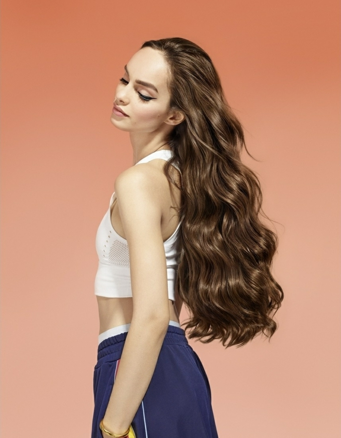 femme cheveux bruns shampoing bleu