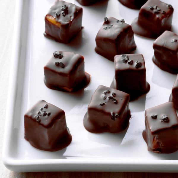 idée repas nouvel an Fromage enrobé de chocolat noir au sel de mer