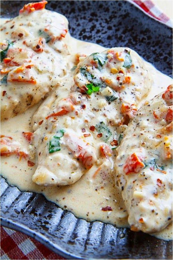 idée repas nouvel an filet de poulet dans une sauce crémeuse au parmesan et aux tomates séchées