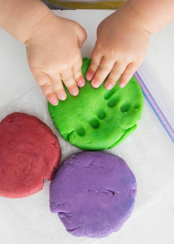 pétrir savon pâte à modeler