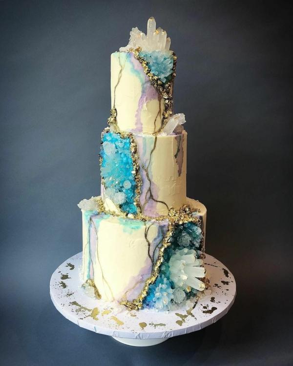 préparer gâteau géode sucre rock candy bleu et blanc
