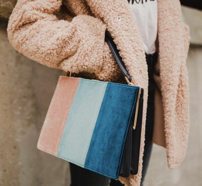 sac à main tendance idée classic blue couleur pantone 2020
