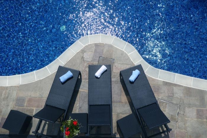 salon de jardin design idées pour la piscine