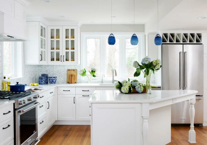 accessoires en bleu classique pantone 2020 cuisine bleu classique