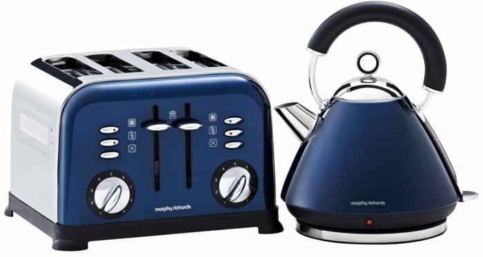 accessoires en bleu foncé cuisine bleu classique idée
