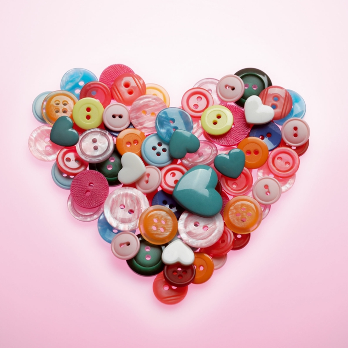boutons colorés en forme coeur déco chambre romantique