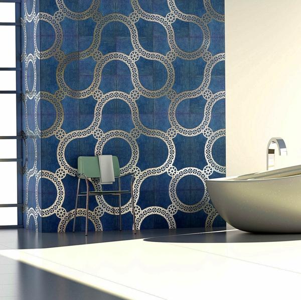 carrelage salle de bain 2020 couleur denim motifs argentés imitation papier peint