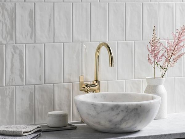 carrelage salle de bain 2020 de couleur neutre blanc crème