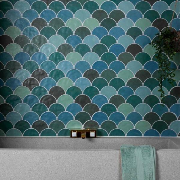 carrelage salle de bain 2020 forme écaille de poisson couleurs sarcelle