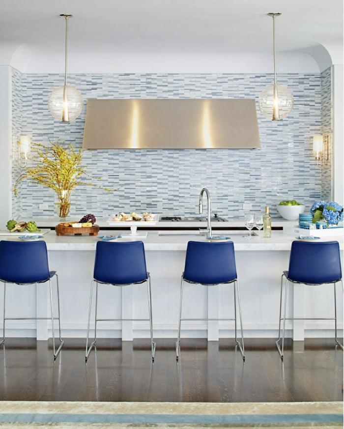 classic blue comment l'intégrer cuisine bleu classique