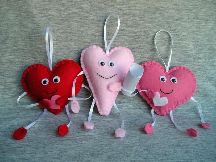 coeurs en feutrine jolie déco chambre romantique 14 février