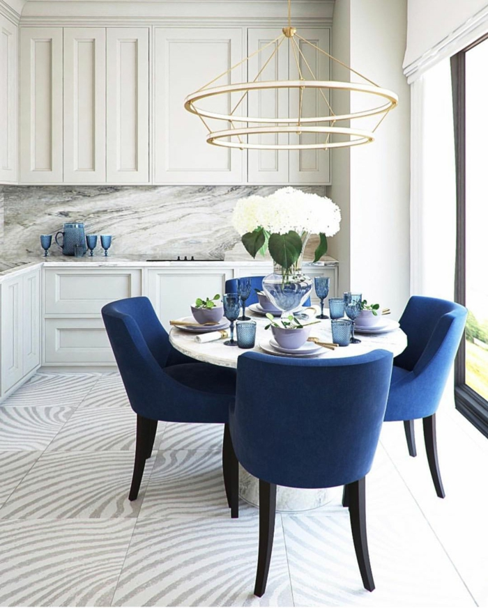 cuisine bleu classique chaises couleur pantone 2020