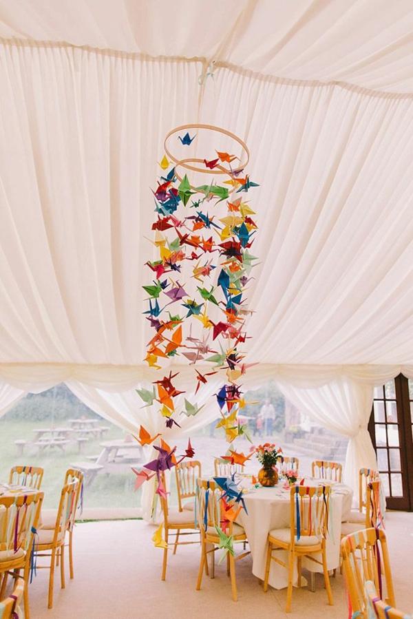 décoration salle de mariage à suspendre couleurs vives