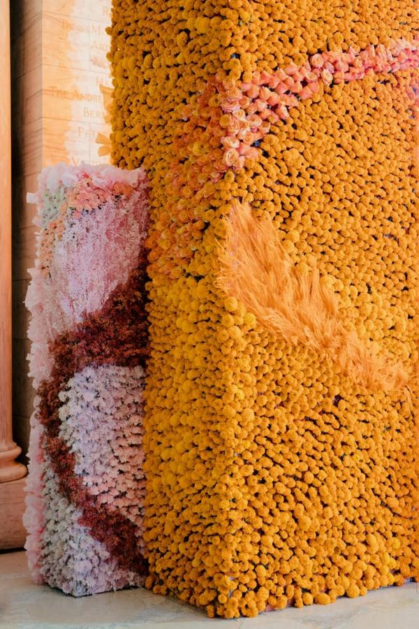 décoration salle de mariage avec des fleurs