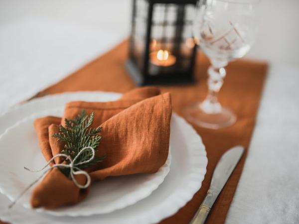 décoration salle de mariage couleur thème orange foncé