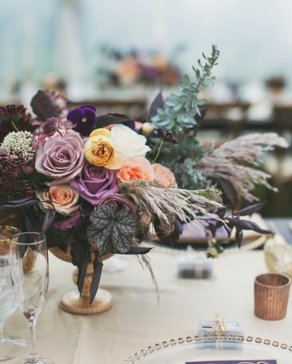 décoration salle de mariage fleurs de couleurs pastel