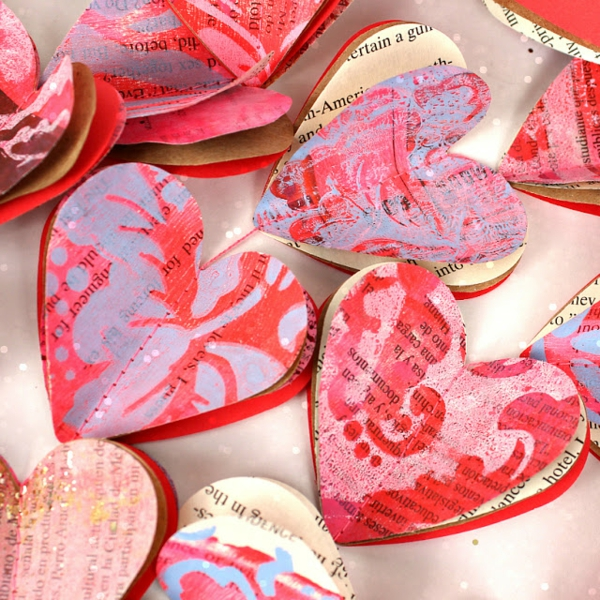 diy guirlande coeur saint valentin feuilles de livre peinture
