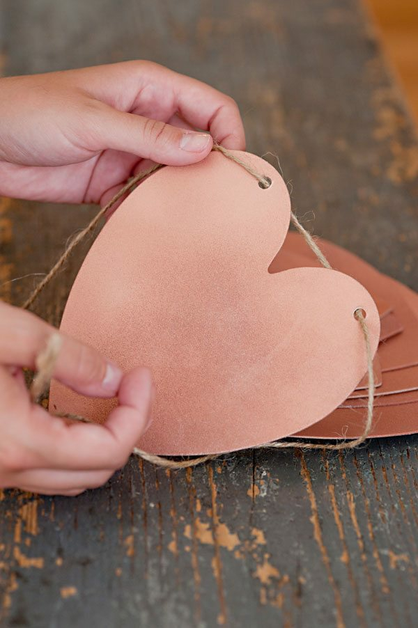 diy guirlande coeur saint valentin papier kraft ficelle