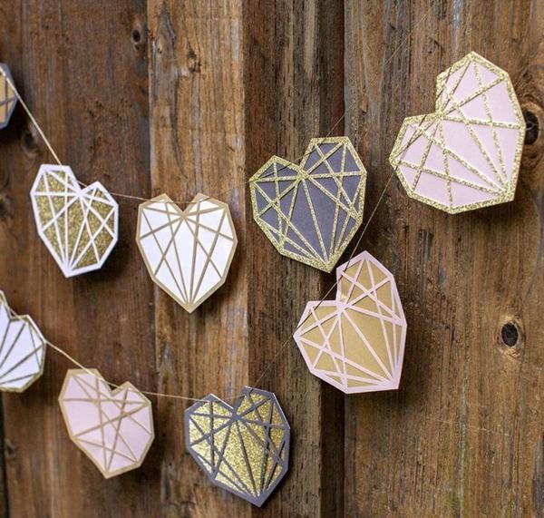 diy guirlande coeur saint valentin papier kraft fil