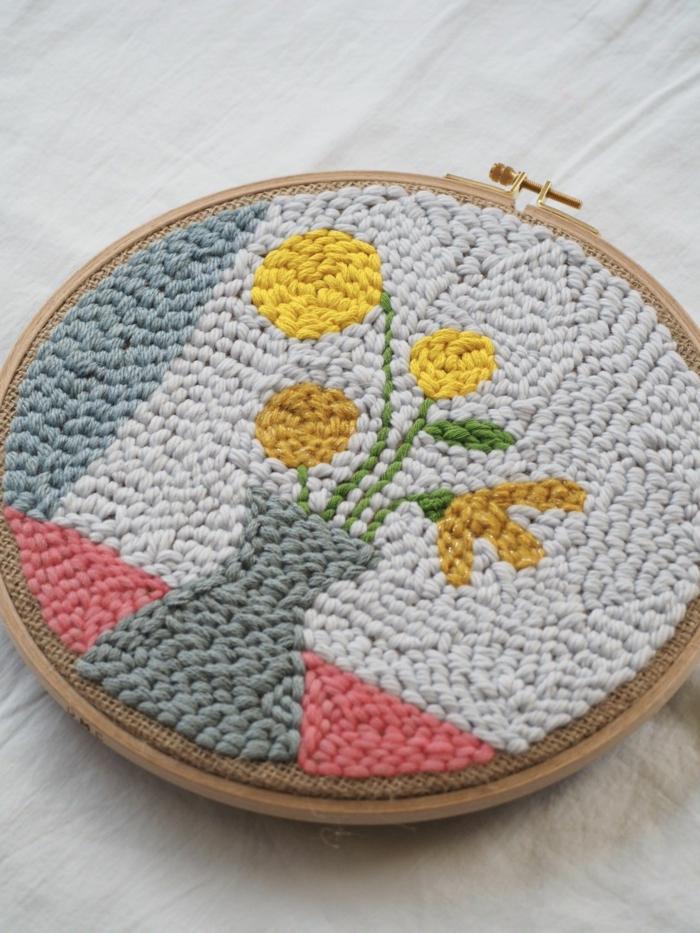 fleurs dans un vase punch needle tuto