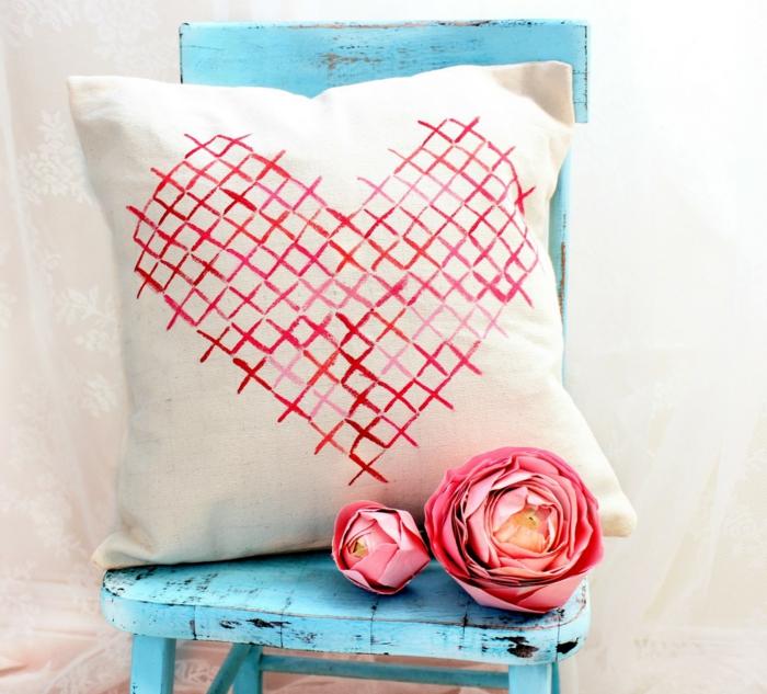 housse de coussin décoré idée déco chambre romantique st valentine