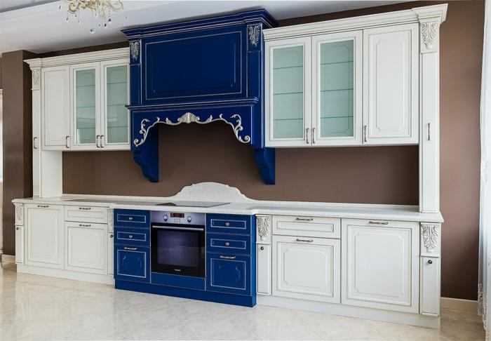 idée aménagement cuisine bleu classique pantone couleur 2020