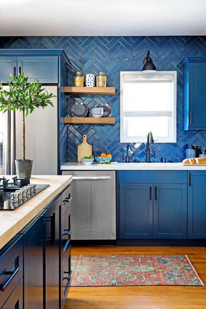 idée comment intégrer le bleu cuisine bleu classique pantone 2020