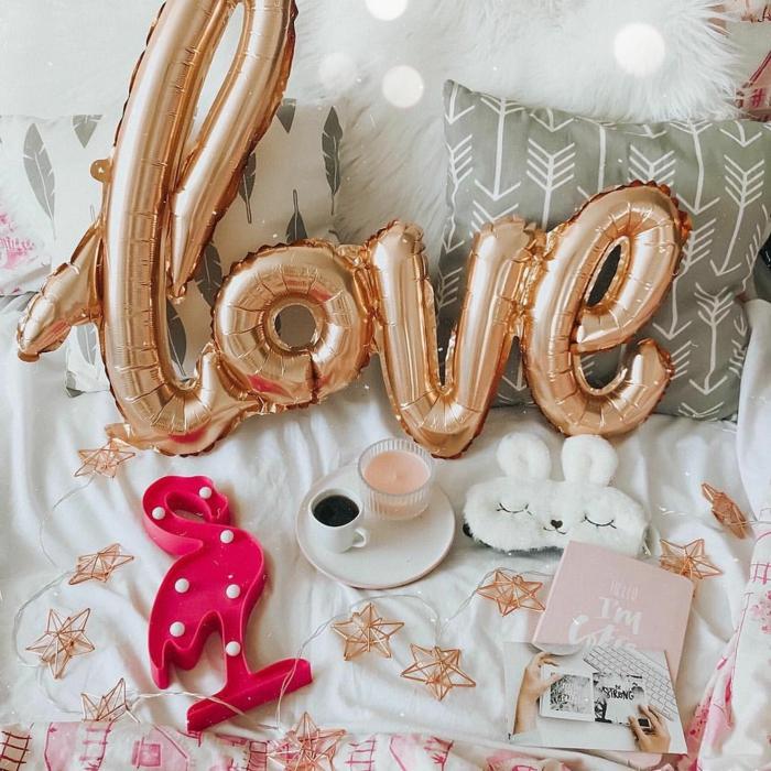 idée déco chambre romantique avec des ballons