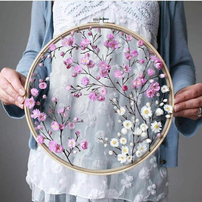 jolie décoration florale broderie idée déco chambre romantique