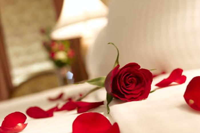 pétales de roses déco chambre romantique