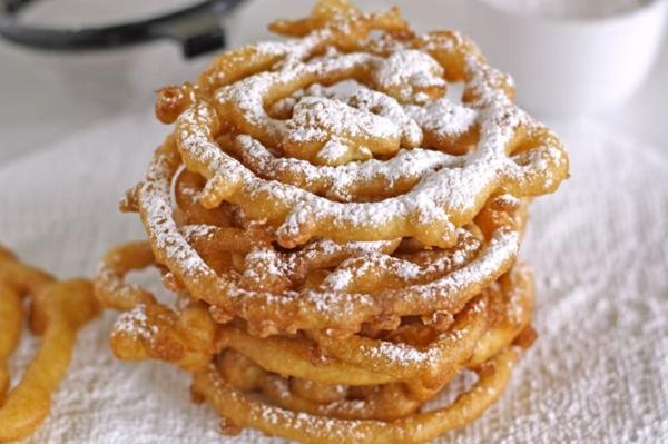préparer des beignets de carnaval en forme de spirale